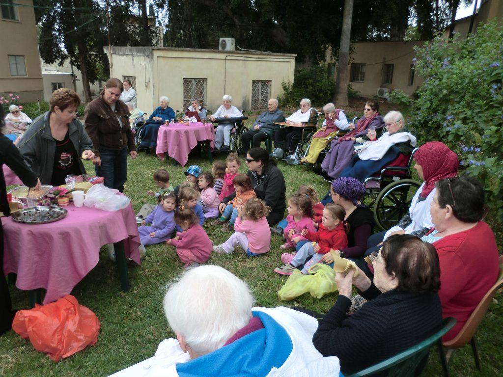מעורבות קהילתית בבית אחווה